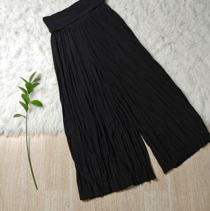 Lapis Black Crepe Textured Cropped Culottes